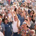 Кто счастлив в толпе?