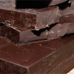 Подростки, которые едят много шоколада, как правило, стройнее